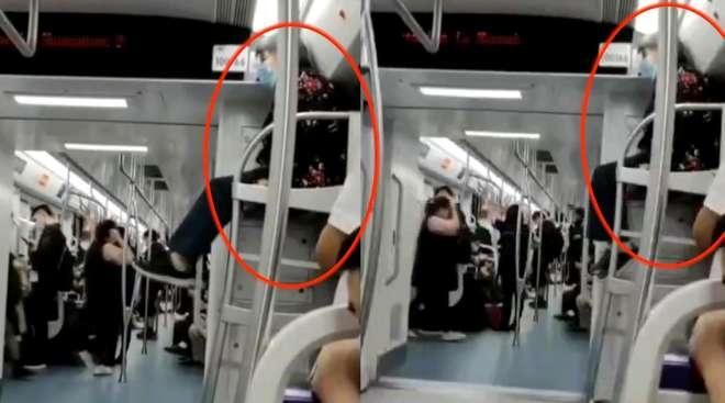 白发老太高坐地铁行李架,一路上悠闲晃动双腿,乘客一脸懵