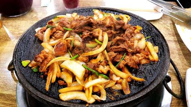 老北京最火爆炙子烤肉,冒着被骂的风险吐槽:没想象的这么好吃