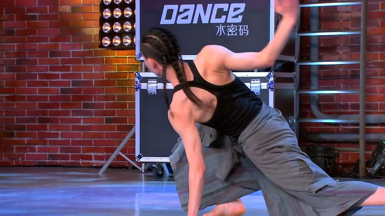 中国好舞蹈:方俊让福建小伙即兴跳一段现代舞,震撼全场