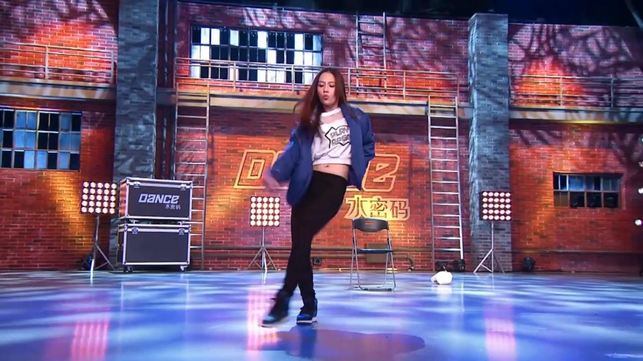 中国好舞蹈:台湾女孩好舞蹈舞台,跳自编劲舞,主持人称好棒