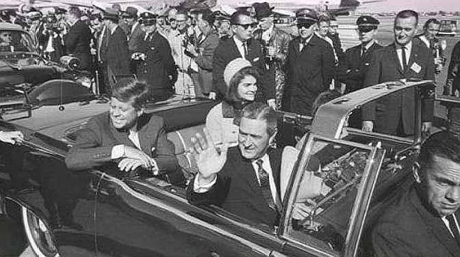 肯尼迪总统遭遇暗杀,正在直播的摄像机,记录当时部分影像!