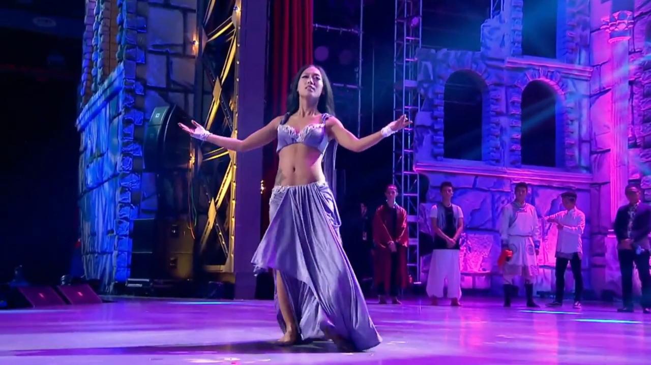 中国好舞蹈:好舞蹈学员对抗赛,新疆女孩肚皮舞表演令黄豆豆惊讶