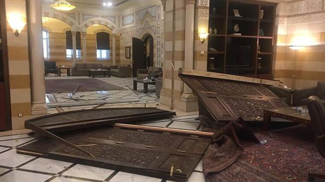 黎巴嫩总理府内部曝光 大门碎成三片满地狼藉 离事发地仅1.6公里