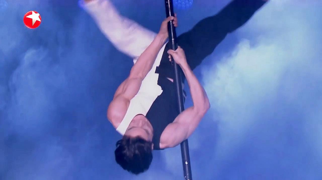 中国达人秀:湖南小伙达人秀舞台,精彩钢管舞表演,好看