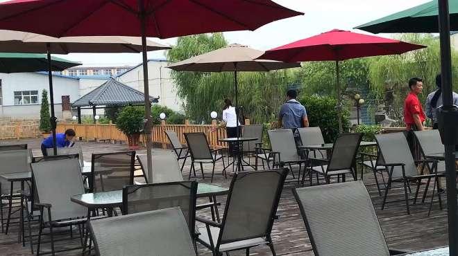 农家乐户外休闲中柱伞桌椅安装效果