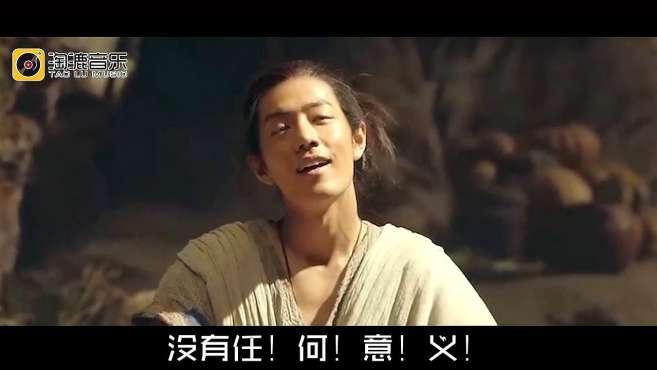 肖战获金扫帚奖,粉丝怒怼主办方!王宝强却这么说?