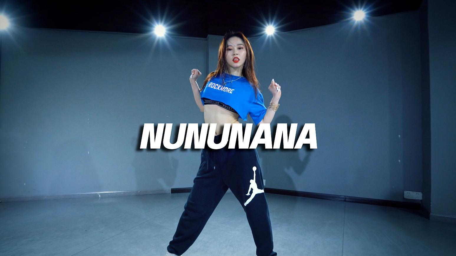 苗苗cover Jessi《NUNUNANA》,性感酷拽风格