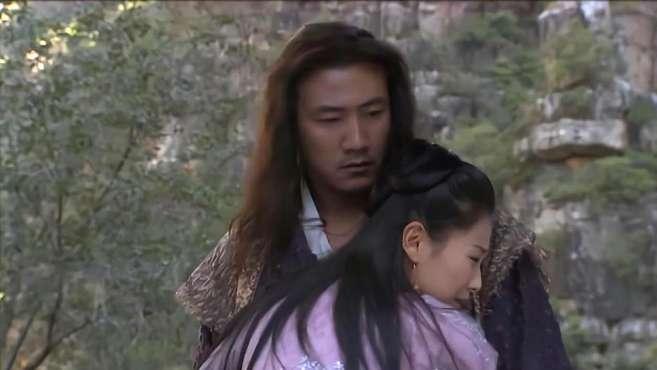 阿朱等乔峰五天五夜,喜极而泣抱住乔峰,乔峰却发怒,要把山打塌