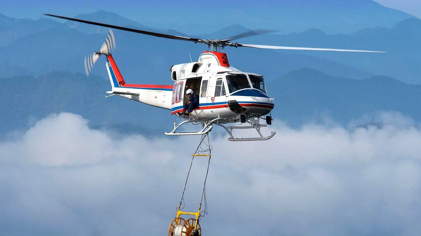 非常安全可靠的贝尔412直升机,安有减震装置,可让速度增加25%