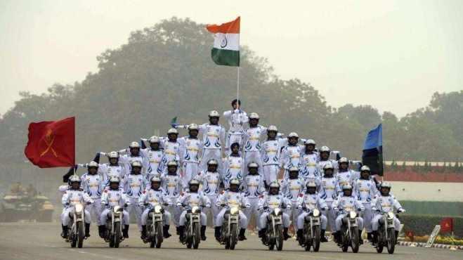印度阅兵仪式上的摩托车队毫无战斗力?关键时刻替代运输队伍救灾
