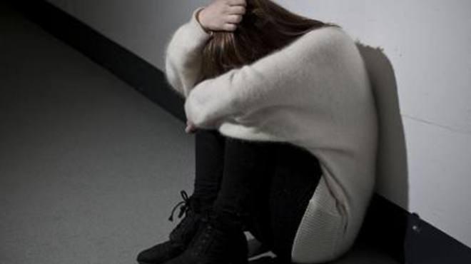 女孩半月无休捱到过生日,回家半路又被叫回加班,当场崩溃大哭