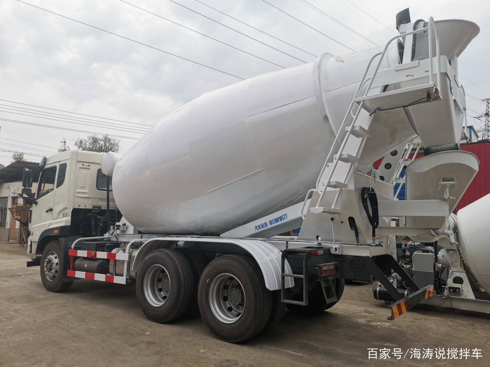 郑州宏宇重工搅拌车|小型搅拌车为什么大多都是白色?(图1)