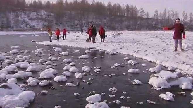 在零下三十一度的阿尔山,竟然还有条河不结冰,让人叹为观止!