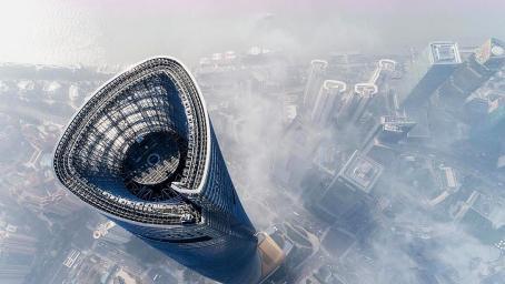 中国第一世界第二高楼,千根基桩深入地下86米建成,为何是歪的?