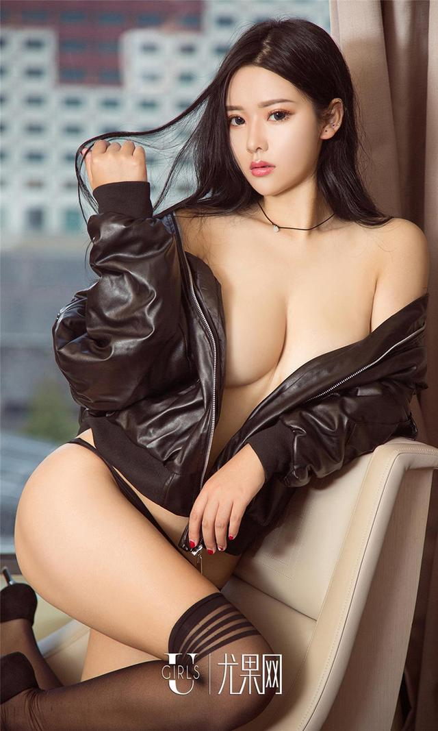 [尤果网] 美腿制服嫩模凌希儿黑丝妖艳写真 第902期