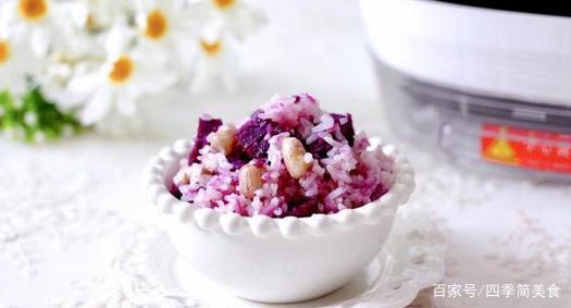 紫薯别再蒸着吃,加点花生煮成米饭,营养健康还饱腹