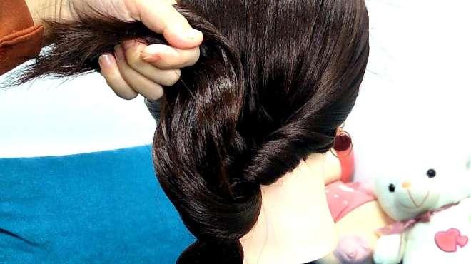 自己扎头发越简单越好看,高级感的随意扎发型!