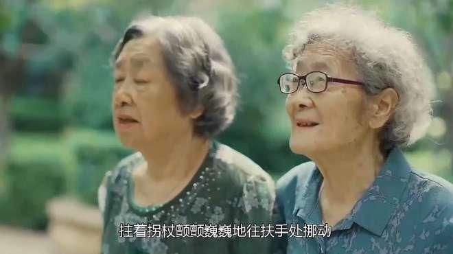 日本老太来中国旅游,地铁上看到这一幕慌了:中国人怎么这样?