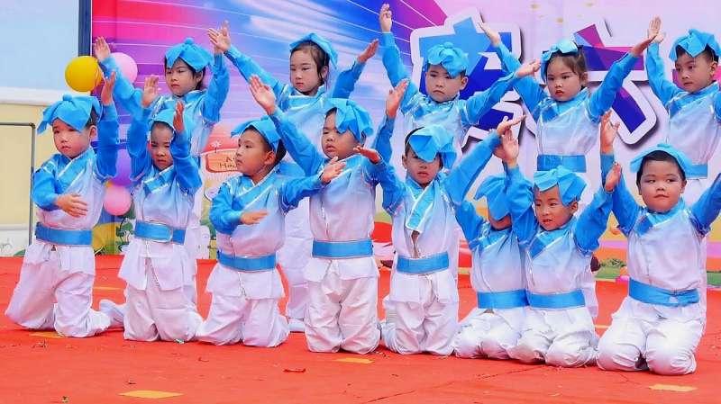 儿童舞蹈欢乐童年_幼儿园大班舞蹈《百善孝为先》,传统美德从小做起,学会感恩 ...
