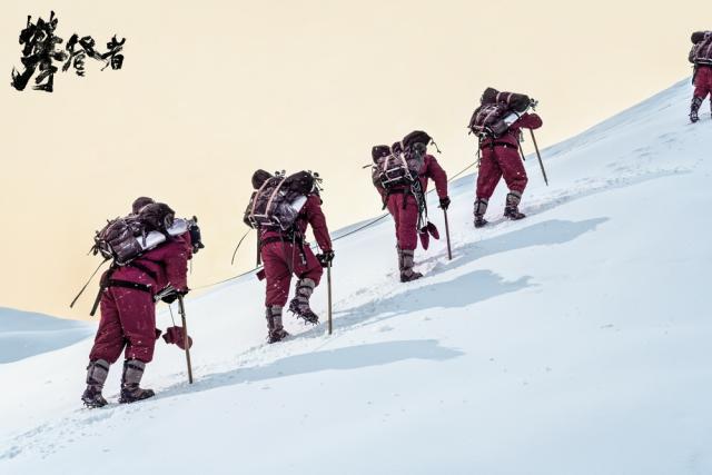 《攀登者》即将上映,吴京、张译带你领略登山险情