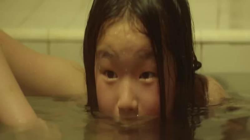 13岁女孩一起洗澡,玩出新高度,影视,影视周边,好看视频
