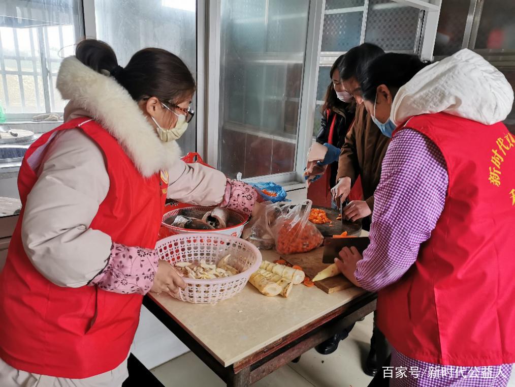 江苏扬中利民为民志愿者给疫情防控工作人员送爱心午餐