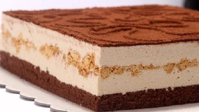 自制百香果慕斯蛋糕,酸酸甜甜的口味,让你吃了不再想去蛋糕店