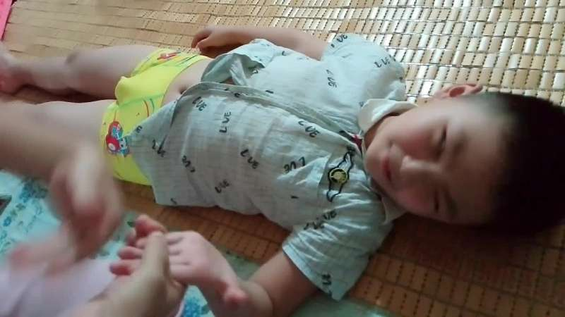 宝宝积食引起的拉肚子推拿手法_好看视频