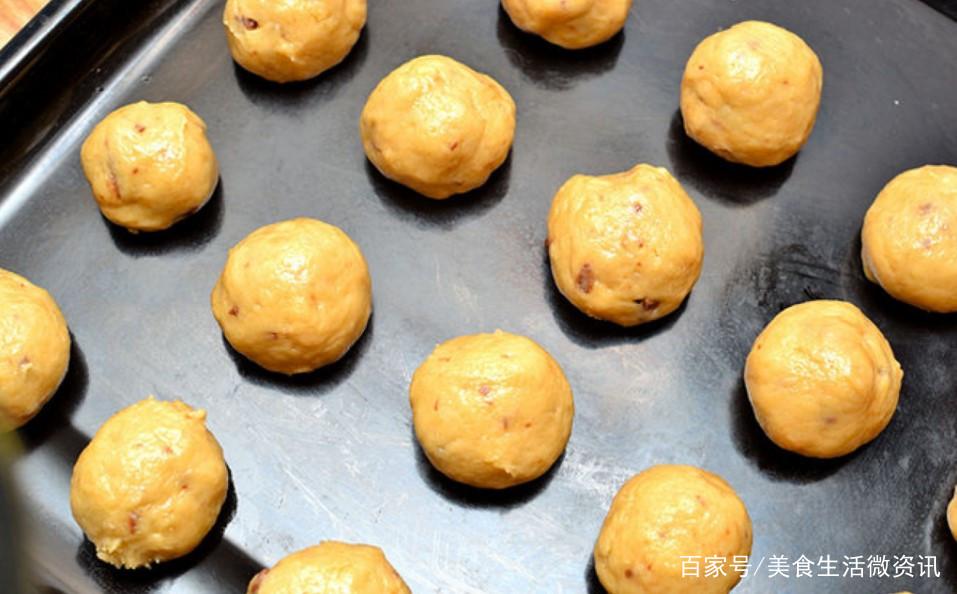 南瓜别再炒着吃了,用平底锅做成饼干,做法简单,焦香酥脆超好吃