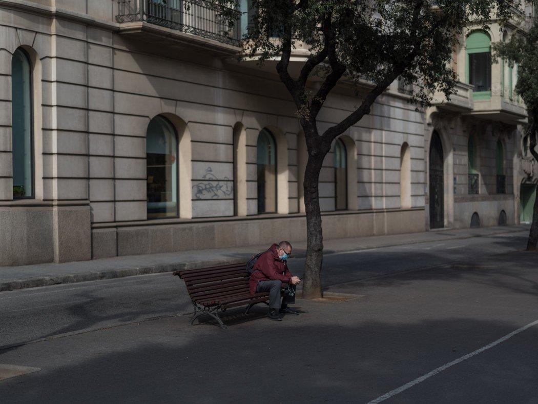 西班牙与法国和意大利一样,一般不对医院外死亡者的尸体做病毒检测,这让许多病亡者未被纳入官方统计数字。