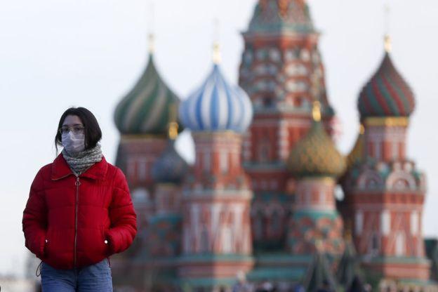 俄罗斯的疫情快速恶化,确诊人数已经突破了一万人。