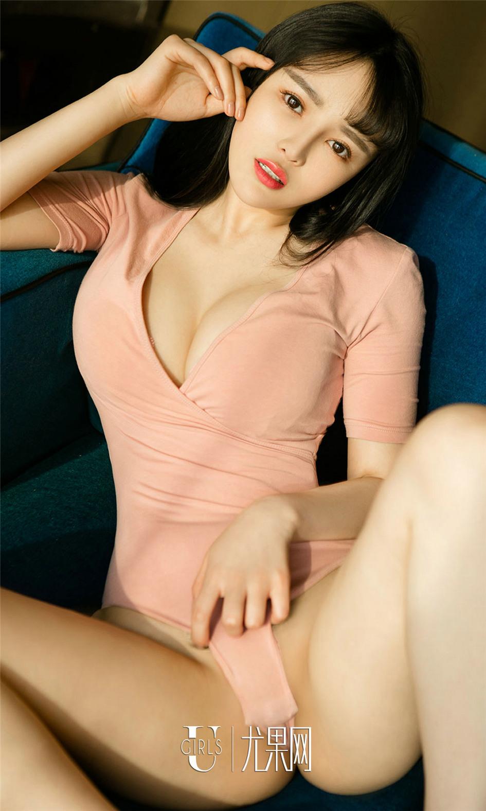 [尤果网] 美臀淑女王萌萌丰满美乳感性写真 第663期