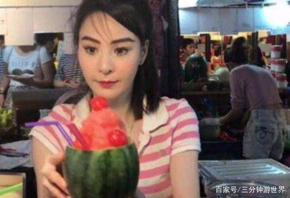 泰国水果西施容貌出众,游客特意前来观看,网友:滤镜不错