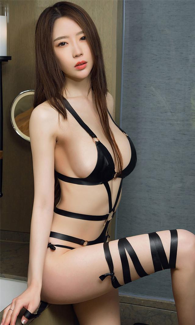 [尤果网] 浴室性感美女梦心玥玫瑰花瓣浴写真 第693期