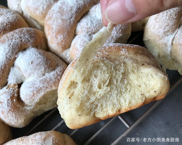 教你做柔软筋道的老式面包,学会了可变换出多款面包,早餐不用愁