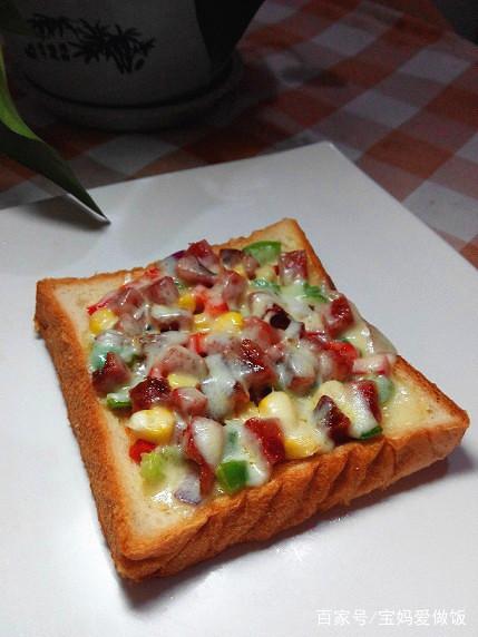 吐司香肠小披萨:只需5分钟,配一杯牛奶,营养早餐妥妥搞定