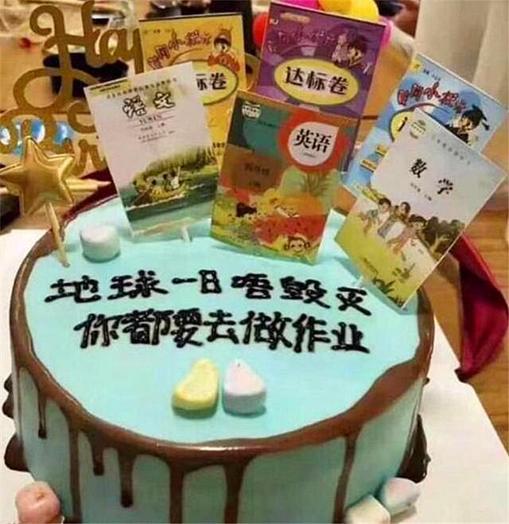 """""""最残忍生日蛋糕""""火了,让小男孩情绪崩溃,蛋糕上有啥?"""