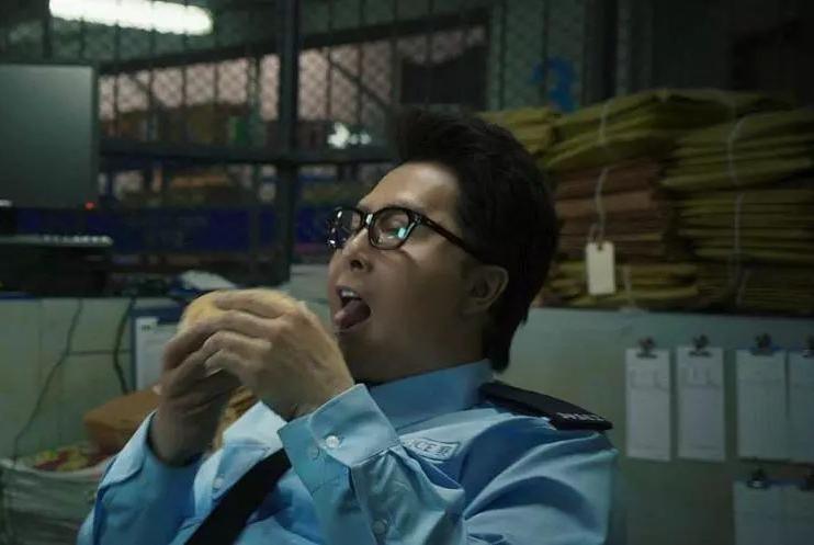 继《囧妈》之后,《肥龙过江》也改网络播出,200斤甄子丹惹争议