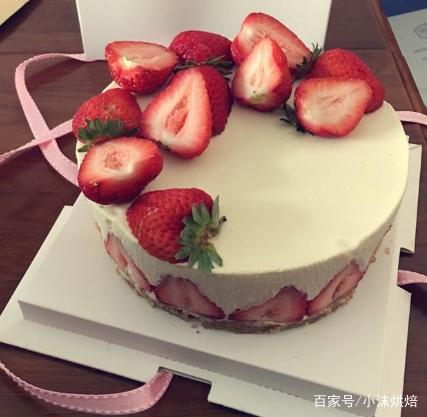 只要有草莓和牛奶,草莓慕斯蛋糕一点都不难!