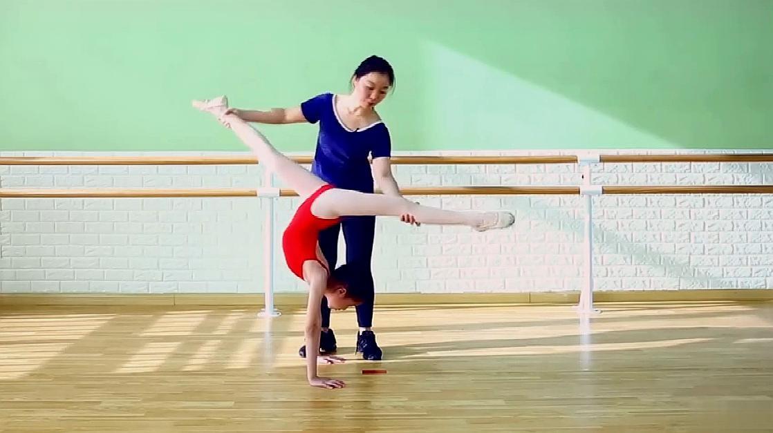 舞蹈前桥教学视频,舞蹈基本功前桥分解,快来学习一下