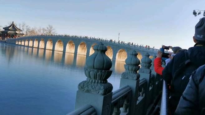 颐和园十七孔桥在夕阳西下的《金光穿洞》