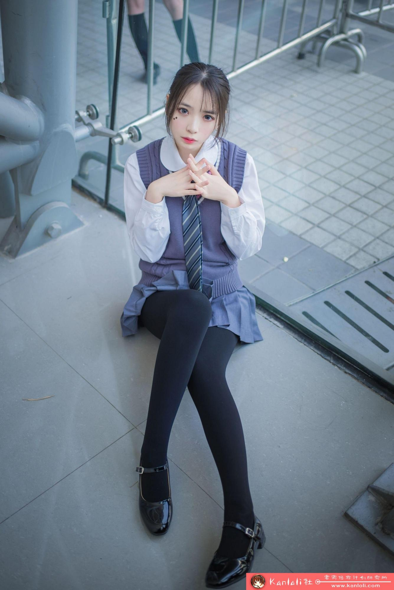 【疯猫ss】疯猫ss写真-FM-030 展馆随拍 [8P]