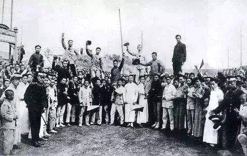 五四运动中的青年学生