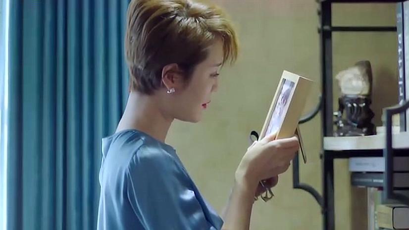 欧琳受到狄昀蛊惑,偷偷出入林烨家里,看着林烨的照片躺在床上