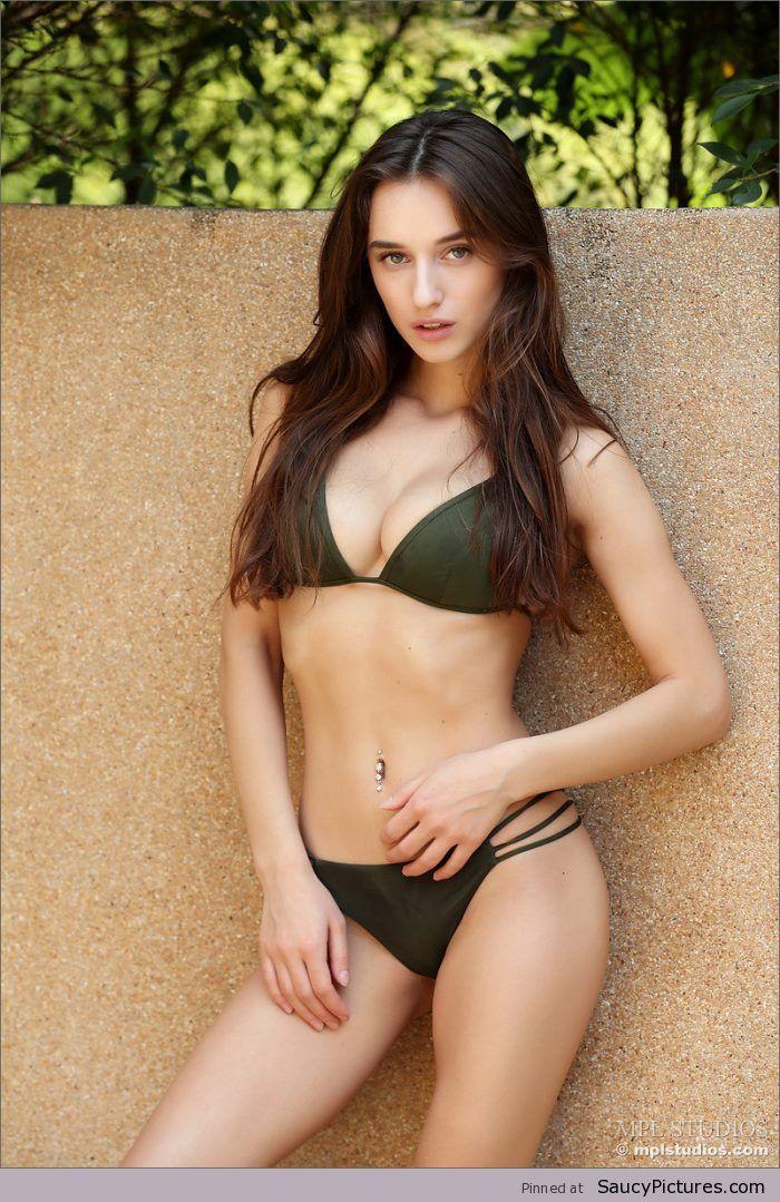 Gloria Sol,烏克蘭辣模