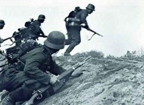 """同样是戴钢盔,二战德军精益求精,美军却为何""""仪容不整""""?-"""