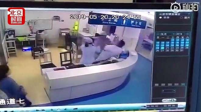 温州一男子殴打坐诊医生 警方:已立案 对暴力伤医零容忍