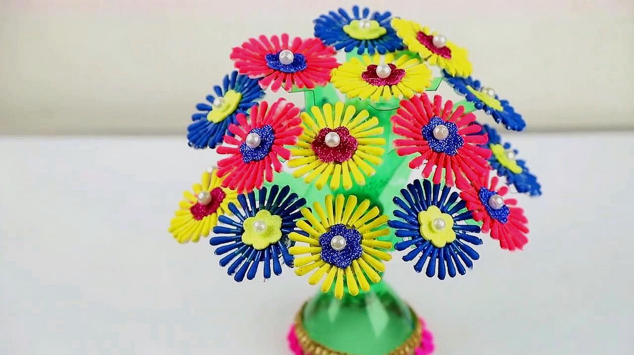 當塑料瓶和棉簽棒相遇,變成好看的花藝擺件