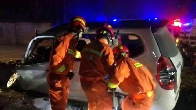 西安重大交通事故致10死2伤,现场极为惨烈,超载问题惹人沉思