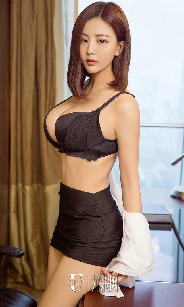 [尤果网] 中国巨乳模特Ella连体内衣写真 第850期